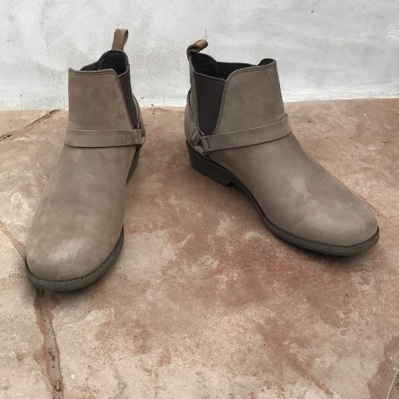 787302cc26cd0 Teva De La Vina Dos Waterproof Chelsea Boot. M 5b995530baebf64cbf07ba21